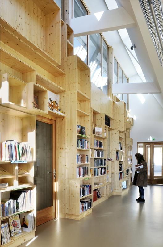 mur mémoire en bois de la bibliothèque